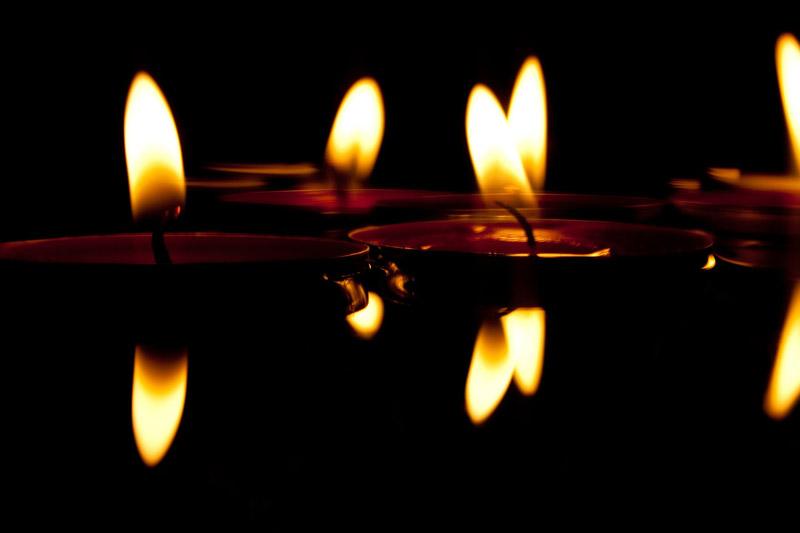 Διαλογισμός με τη φλόγα ενός κεριού